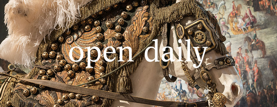 "Banner 4 - ""open daily"""